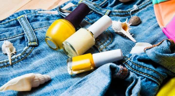 Как оттереть лак с джинсов
