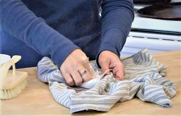 Чем вывести йод с одежды