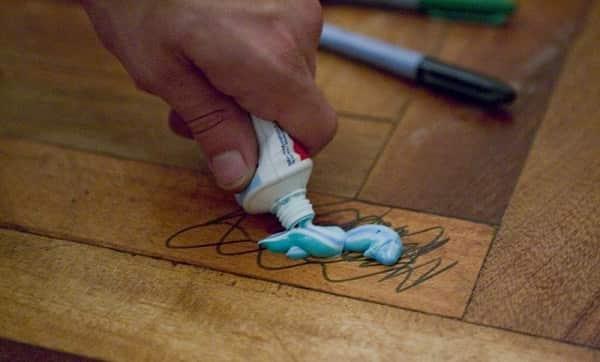 чем оттереть перманентный маркер с пластика