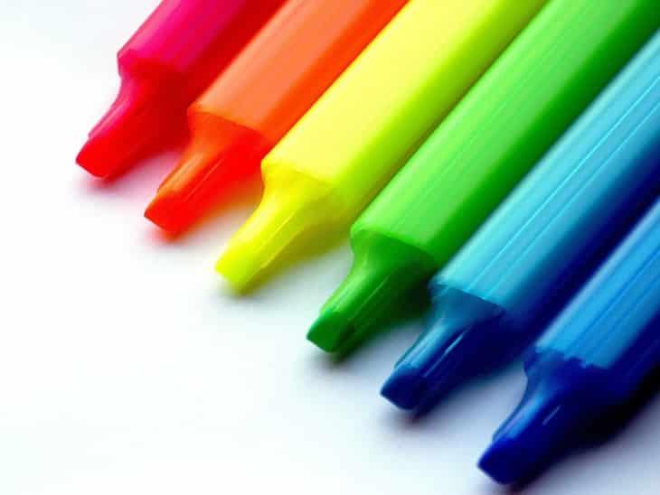 Чем оттереть маркер с обоев