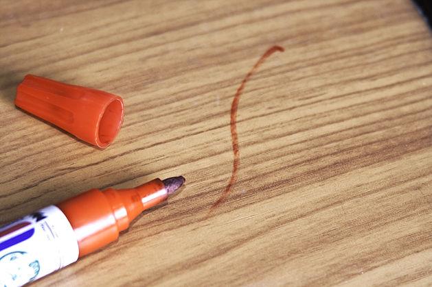 чем смыть маркер от стола