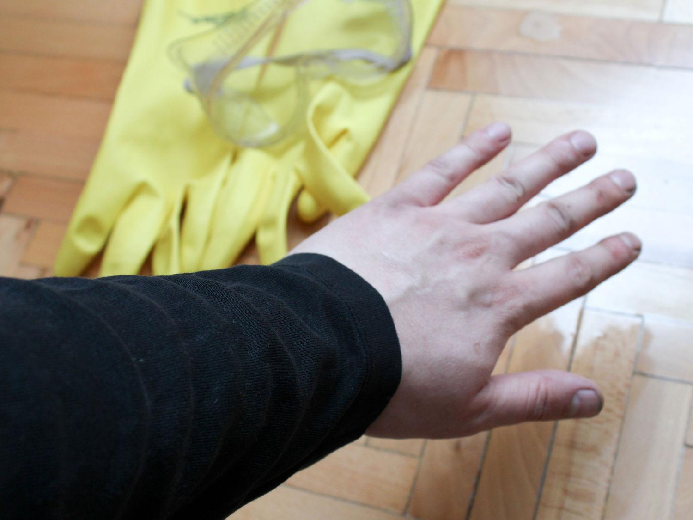 Как смыть пятна от эпоксидной смолы с рук