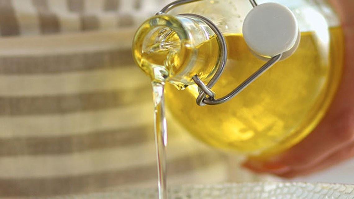 чем вывести пятно от подсолнечного масла