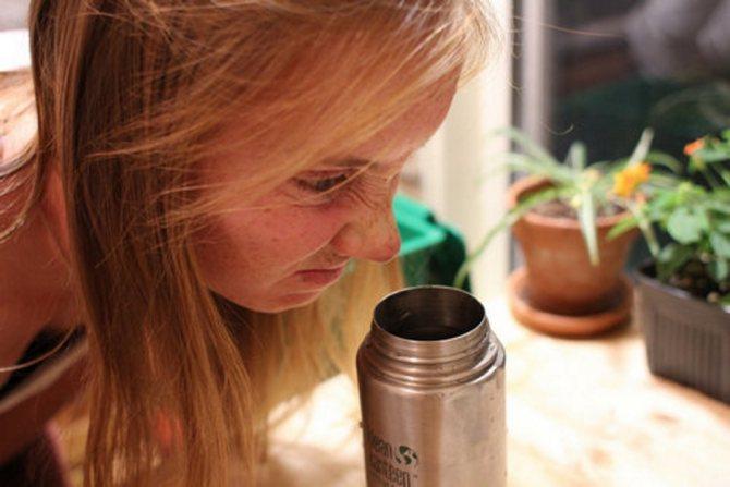 Как избавиться от запаха в термосе?