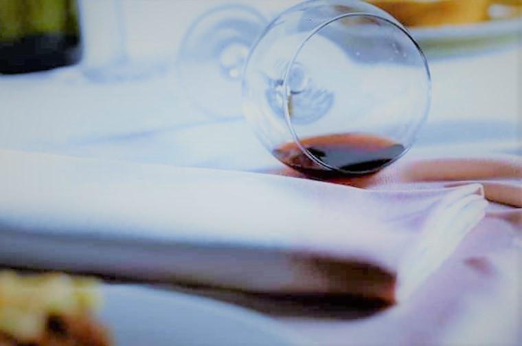 Как отмыть вино от стены