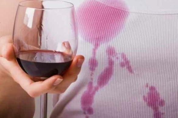 Как отстирать пятно от красного вина с одежды