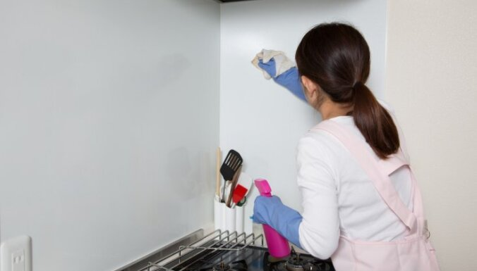 Как очистить обои от жирных пятен белые