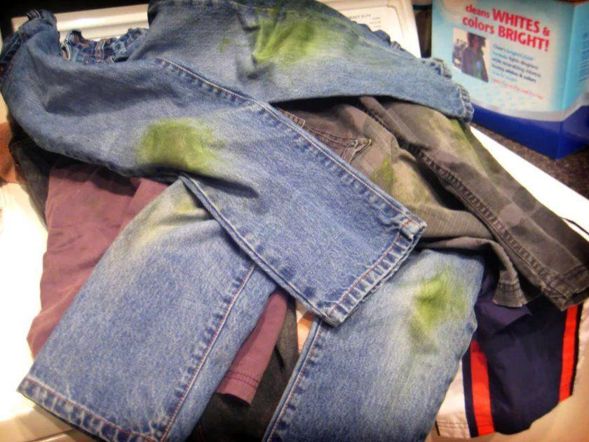 как отстирать траву с синих джинс