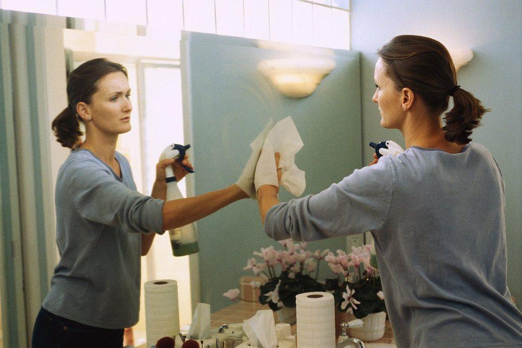 помыть зеркало без разводов до идеального блеска