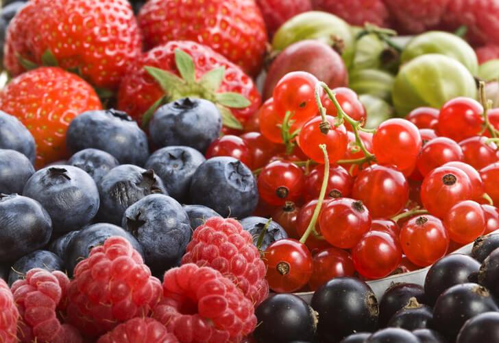 Пятна от ягод: чем вывести в домашних условиях?