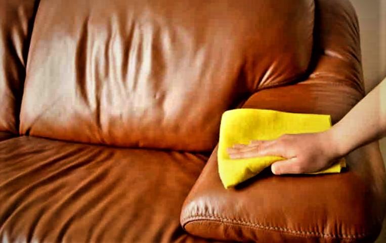 Чем оттереть чернила с кожи дивана быстро