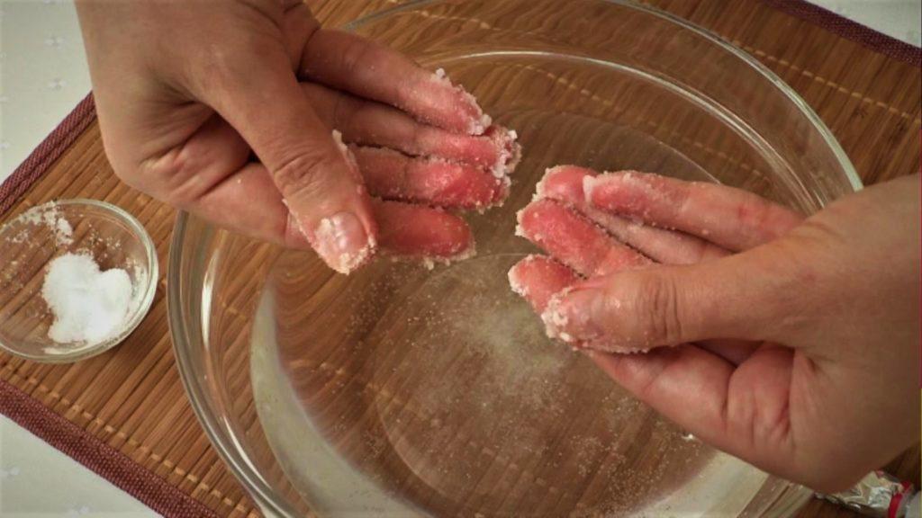 Чем оттереть герметик с рук